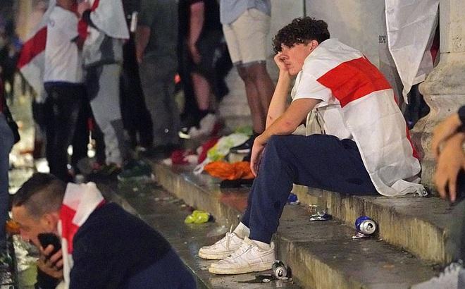 Nước Anh chìm trong nước mắt sau trận chung kết Euro, nhiều trường học phát đi thông báo