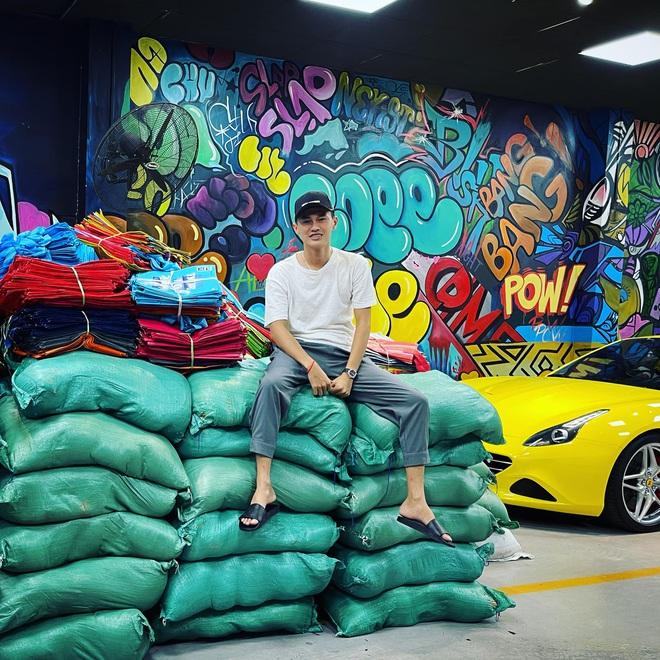Chuyện hiếm thấy tại Việt Nam: Đại gia 9x lái siêu xe Mẹc đi ship gạo, nước mắm - Ảnh 3.