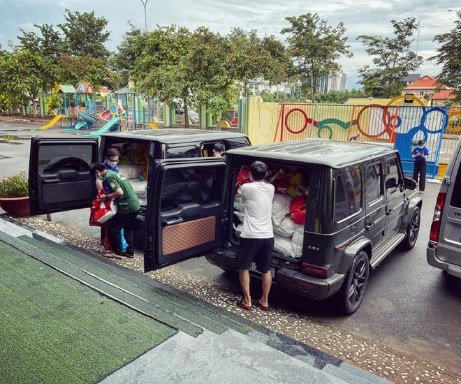Chuyện hiếm thấy tại Việt Nam: Đại gia 9x lái siêu xe Mẹc đi ship gạo, nước mắm - Ảnh 4.
