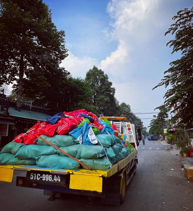 Chuyện hiếm thấy tại Việt Nam: Đại gia 9x lái siêu xe Mẹc đi ship gạo, nước mắm - Ảnh 5.