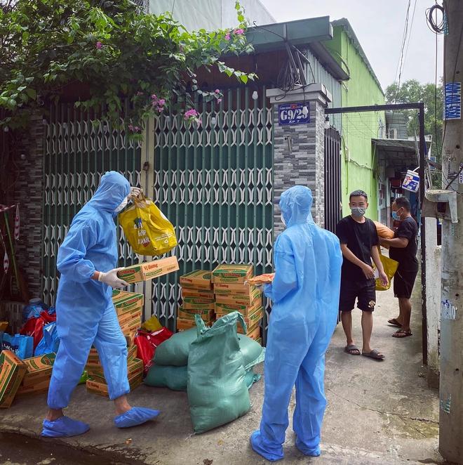Chuyện hiếm thấy tại Việt Nam: Đại gia 9x lái siêu xe Mẹc đi ship gạo, nước mắm - Ảnh 6.