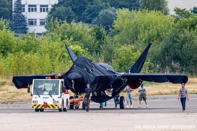 ГОРЯЧЕЕ: Скопление последних крупных планов загадочного российского истребителя на МАКС-2021-Класс - Фото 5.