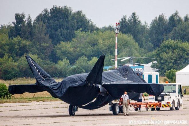 ГОРЯЧЕЕ: Скопление последних крупных планов загадочного российского истребителя на МАКС-2021-Класс - Фото 6.