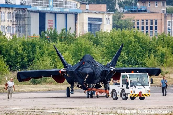 ГОРЯЧЕЕ: Скопление последних крупных планов загадочного российского истребителя на МАКС-2021-Класс - Фото 7.