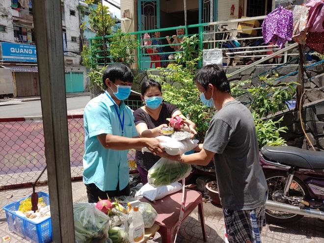 Xúc động và nể phục hành động của loạt nghệ sĩ Việt giữa đại dịch Covid-19 - Ảnh 3.
