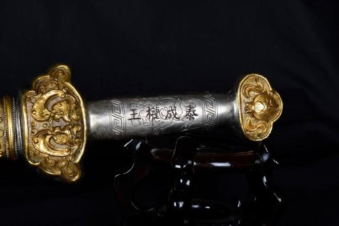 Kiếm của vua Thành Thái được bán đấu giá ở Mỹ: Nhiều thông tin khó hiểu, mức giá chốt khác xa kỳ vọng  - Ảnh 9.