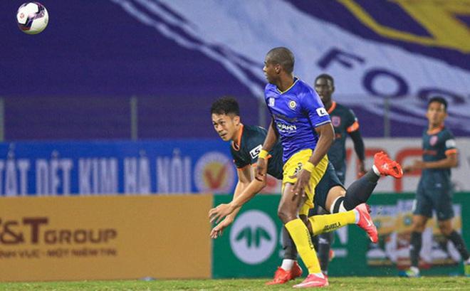 Cầu thủ Việt Nam lo lắng kinh tế nếu V.League hoãn đến năm 2022