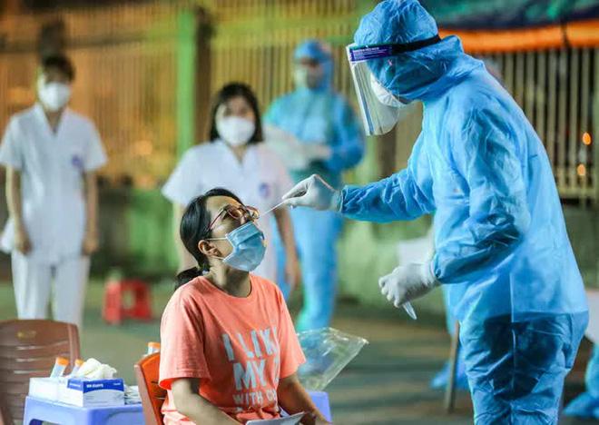 Vụ bánh mì không phải là lương thực: Thay chức Trưởng ban chống dịch phường; Hà Nội tìm gấp người từng đến hiệu thuốc 95 Láng Hạ - Ảnh 1.