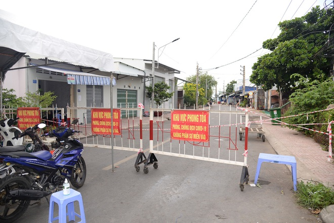 Vụ bánh mì không phải là lương thực thiết yếu: Chủ tịch TP Nha Trang gửi thư xin lỗi;  Hà Nội thêm 21 ca dương tính SARS-CoV-2 - Ảnh 1.