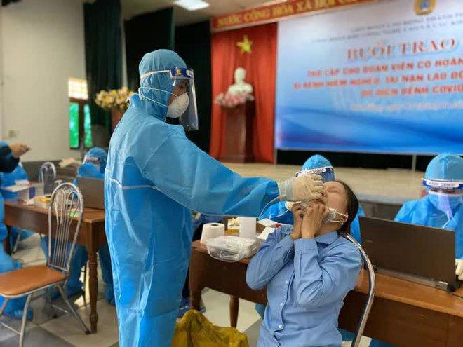 Chủ tịch Hà Nội: Xem xét xử lý trách nhiệm để lây COVID-19 ở nhà thuốc Đức Tâm 95 Láng Hạ; Nha Trang xin lỗi vụ bánh mì không phải lương thực thiết yếu - Ảnh 1.