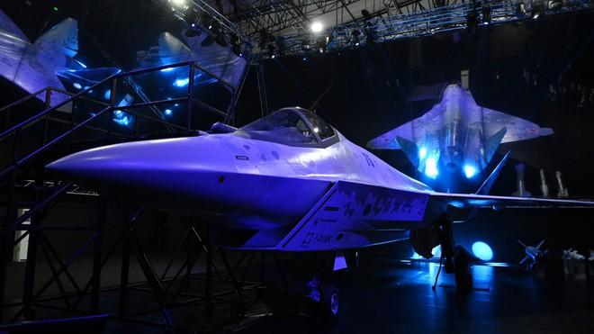 Giá bằng 1/7 F-35, hàng trăm tiêm kích làm ông Putin vui lòng sẽ được đặt hàng - Đơn độc trước tên lửa Nga, Anh rùng mình với cảnh 200 máy bay bị hủy diệt - Ảnh 1.