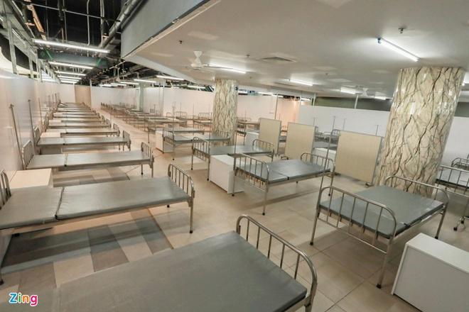 TP.HCM: Bàn giao bệnh viện dã chiến tại Thuận Kiều Plaza. Hàng trăm người ở Hà Nội chen lấn chờ xét nghiệm COVID-19 - Ảnh 2.