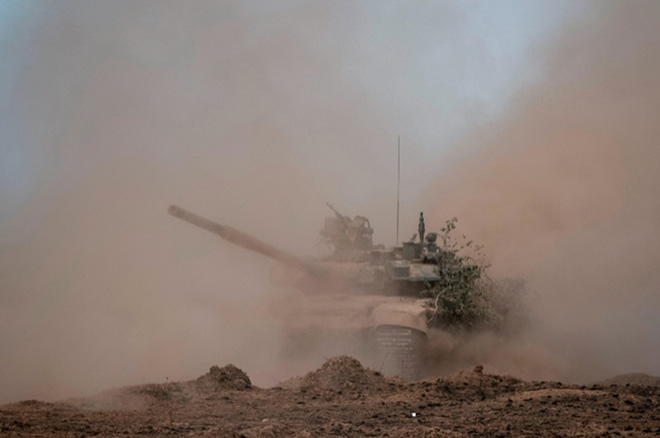 Đồng minh nguy cập, Nga tuyên bố sẵn sàng hành động, xe tăng dồn dập đổ về biên giới - TT Putin được Mỹ dâng tặng món quà vô giá - Ảnh 3.