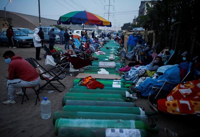 Sốc với mức phí 21.000 USD/giường bệnh, bê bối ưu tiên vắc xin cho quan lớn ở Peru; 4 người Trung Quốc ích kỷ làm Campuchia khốn khổ - Ảnh 1.