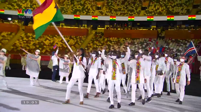 TRỰC TIẾP Lễ khai mạc Olympic 2020: VĐV Việt Nam sẵn sàng cho lễ diễu hành - Ảnh 12.