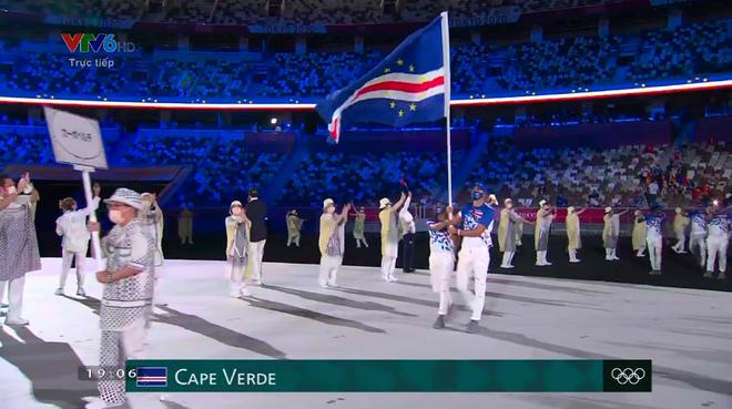 TRỰC TIẾP Lễ khai mạc Olympic 2020: VĐV Việt Nam sẵn sàng cho lễ diễu hành - Ảnh 11.