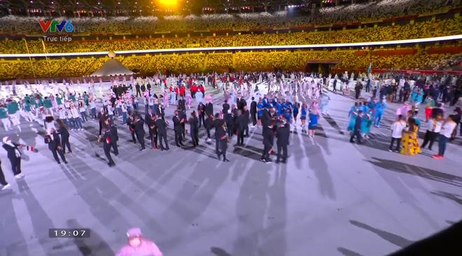 TRỰC TIẾP Lễ khai mạc Olympic 2020: VĐV Việt Nam sẵn sàng cho lễ diễu hành - Ảnh 9.