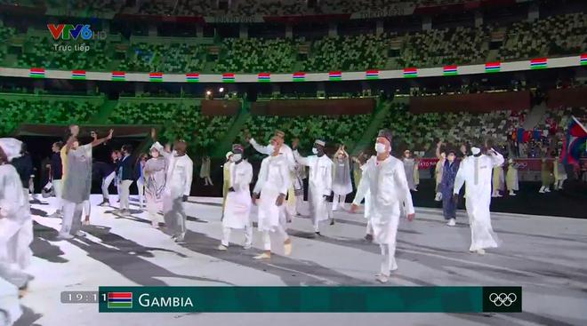 TRỰC TIẾP Lễ khai mạc Olympic 2020: VĐV Việt Nam sẵn sàng cho lễ diễu hành - Ảnh 3.