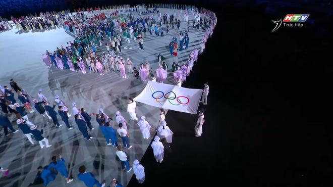 TRỰC TIẾP Lễ khai mạc Olympic 2020: Đoàn Việt Nam diễu hành trong sắc đỏ - Ảnh 1.