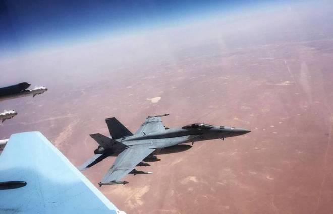 Su-30SM Nga đối đầu nguy hiểm với F/A-18 Mỹ trên bầu trời Syria - Tiêm kích Su-75 Checkmate khiến Trung Đông dậy sóng - Ảnh 1.