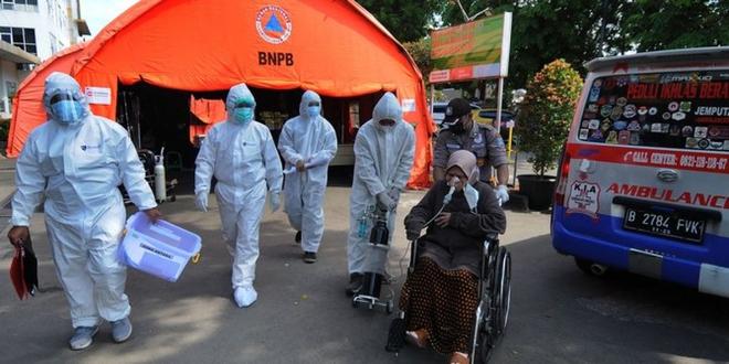 Nguy cơ biến thể quái vật của COVID-19 xuất hiện; Indonesia tính tới phương án liều lĩnh, chuyên gia y tế ngăn cản - Ảnh 1.