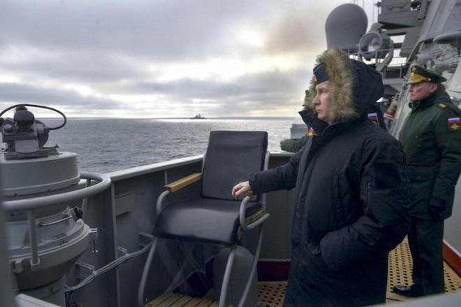 TT Putin ra sắc lệnh: Thủy thủ Nga tuyệt đối không bao giờ được làm 1 điều - Phi công tiêm kích Mỹ thoát chết thần kỳ sau cảnh tượng sốc - Ảnh 1.