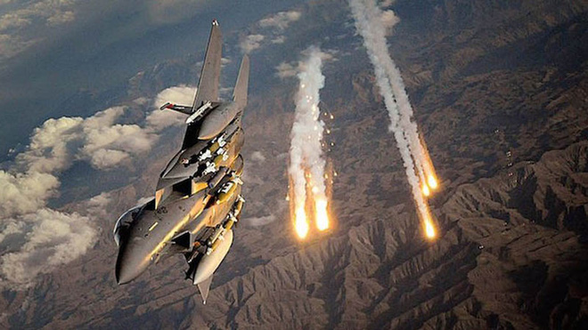 Phòng không Syria bùng nổ, bắn hạ hàng loạt tên lửa Israel - Mỹ ra cảnh báo nóng, sẵn sàng không kích Taliban - Ảnh 1.