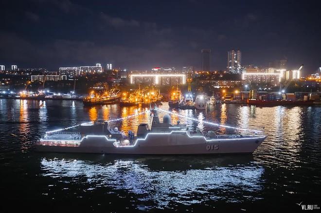 Tàu chiến hiện đại nhất Hải quân Việt Nam tuyệt đẹp ở Nga - Phòng không Syria bùng nổ, bắn hạ hàng loạt tên lửa Israel - Ảnh 2.