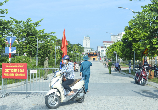 Đề nghị xử lý thanh niên nhổ nước bọt ra thang máy ở Hà Nội, đưa đi xét nghiệm COVID-19; UBND quận 3 báo cáo về trường hợp 1 người tử vong tại nhà - Ảnh 3.