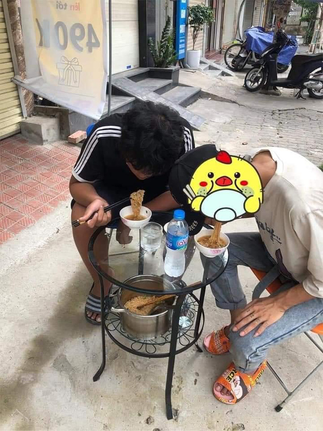 Bị quỵt tiền công, nhịn đói 1 tuần, hai thanh niên Thanh Hoá đánh bạo gõ cửa nhà dân và cái kết khiến chủ nhà ân hận - Ảnh 1.