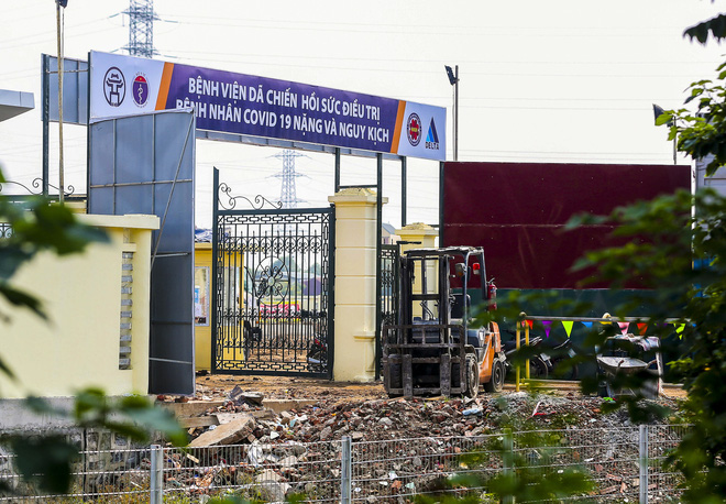 Hà Nội: Hàng trăm công nhân thần tốc xây dựng bệnh viện dã chiến điều trị bệnh nhân COVID-19 - Ảnh 7.