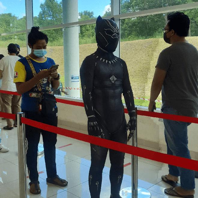 """Muôn kiểu """"lên đồ"""" sáng tạo của người dân Malaysia khi đi tiêm vaccine phòng Covid-19 - Ảnh 5."""