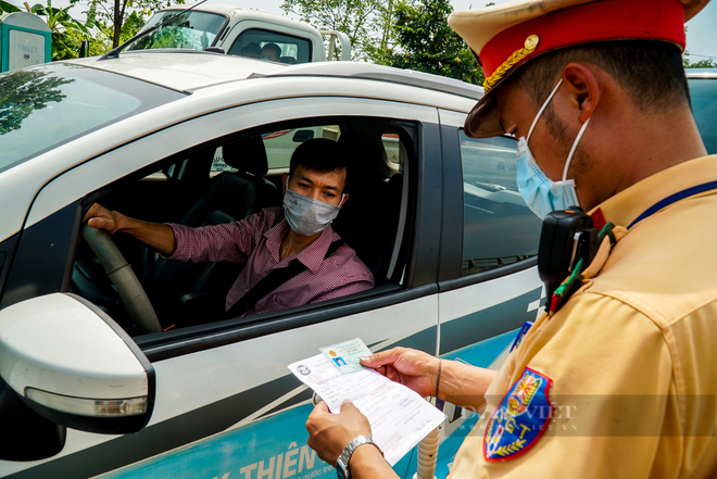 TP.HCM ghi nhận 132 bệnh nhân tử vong trong 2 ngày qua; Số ca mắc Covid-19 ở Hà Nội như thế nào sau gần 1 tuần giãn cách? - Ảnh 1.