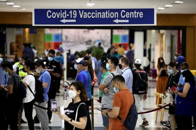 Cảnh báo sốc về nguy cơ nửa dân số nhiễm Covid-19 ở 1 nước ĐNÁ; Trung Quốc thủng phòng tuyến, dịch bùng phát lớn nhất 7 tháng qua - Ảnh 1.