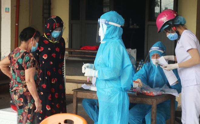Phó Thủ tướng Vũ Đức Đam: Tôi tha thiết đề nghị Bộ Y tế, các tỉnh, thành phố trong thời điểm này nhường một phần vắc xin để TP.HCM tiêm trước - Ảnh 2.