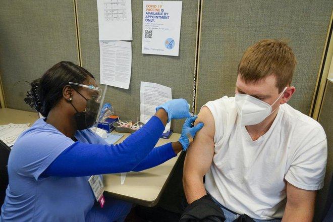 Mỹ làm gì với các lọ vaccine sắp hết hạn? - TQ căng thẳng vì ổ dịch Covid-19 hơn 1 tuần lan ra 15 thành phố - Ảnh 1.