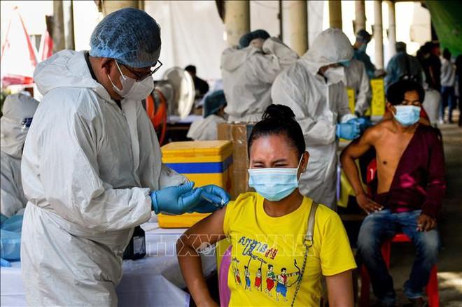 Campuchia báo tin vui - Mỹ làm gì với các lọ vaccine Covid-19 sắp hết hạn? - Ảnh 1.