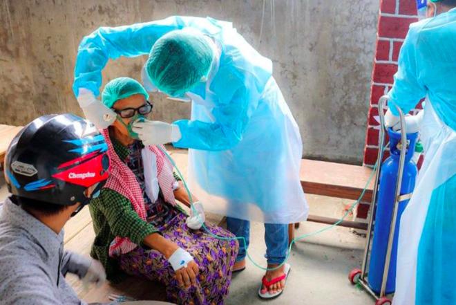 Thái Lan ghi nhận 2 kỷ lục buồn trong 1 ngày - Đại sứ Anh tại LHQ: 50% dân số Myanmar có thể mắc COVID-19 trong 2 tuần tới - Ảnh 1.