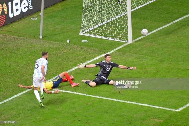 Messi thể hiện bản lĩnh, Argentina lọt vào chung kết Copa America sau loạt 11m cân não - Ảnh 3.