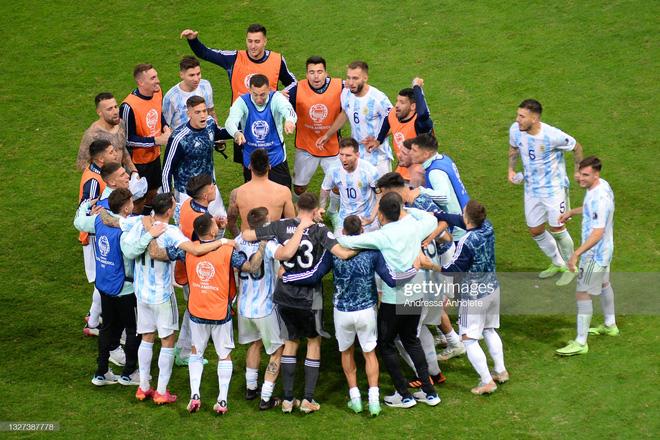 Messi thể hiện bản lĩnh, Argentina lọt vào chung kết Copa America sau loạt 11m cân não - Ảnh 7.
