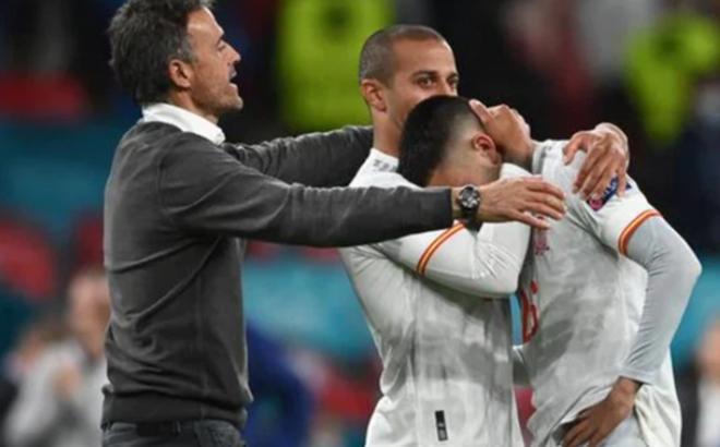 Các cầu thủ Tây Ban Nha bật khóc, lặng đi sau thất bại tại bán kết Euro 2020