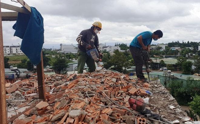 Cận cảnh tháo dỡ căn biệt thự khủng không phép tọa lạc ngay trung tâm TP Bảo Lộc