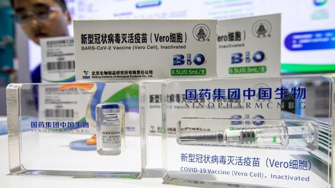 Nghiên cứu mới về hiệu quả của vaccine Sinopharm vừa đến TP HCM; Cháu ông Hun Sen tiêm vaccine Sinovac - Ảnh 1.