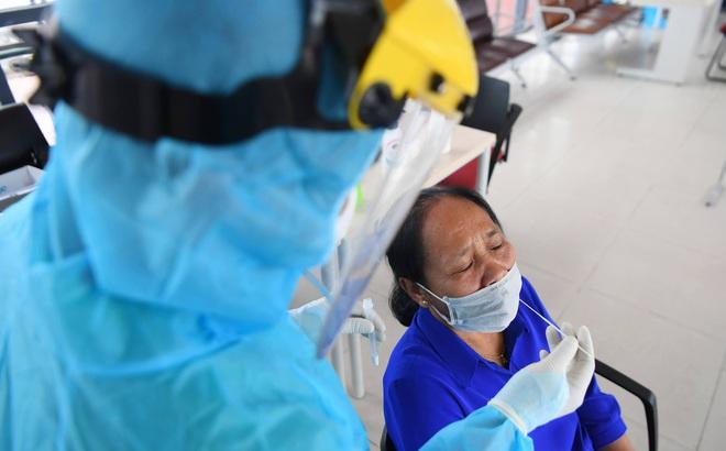 Hà Nội: Người ho, sốt, khó thở... liên hệ ngay để xét nghiệm COVID-19 miễn phí; Thêm 45 ca dương tính  - Ảnh 2.