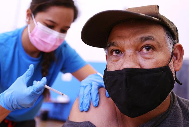 Trung Quốc gặp bài thử nghiệm khắc nghiệt, thiệt hại chồng chất; Nước siêu giàu ở Vùng Vịnh nói gì về vaccine Sinopharm? - Ảnh 1.