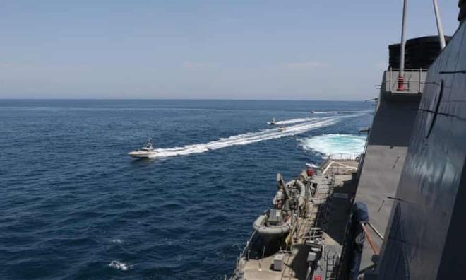 Mỹ cấp tốc triển khai lực lượng quân sự tới hiện trường vụ tàu bị bắt cóc ở Vịnh Oman - Israel ra tuyên bố cực nóng - Ảnh 2.