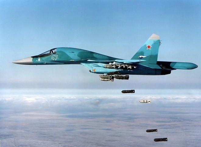 """Phi công Su-34 Nga """"thẳng tay"""" nã đạn nhờ thiết bị đặc biệt của Mỹ - Một loạt tàu mất quyền điều khiển ở Vịnh Oman - Ảnh 2."""