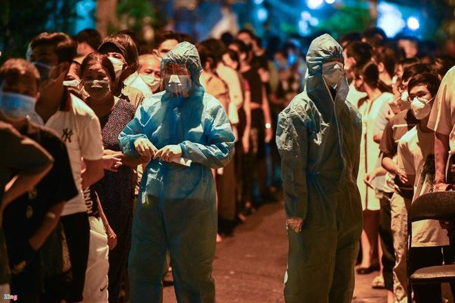 Sáng 6/8, Hà Nội thêm 21 ca dương tính SARS-CoV-2. TP HCM đề xuất dừng tiếp nhận cai nghiện ma túy - Ảnh 1.