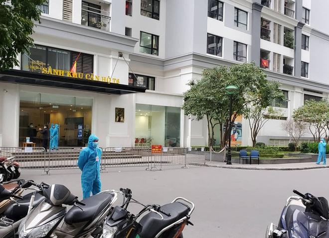 Hà Nội sẽ tiếp tục giãn cách xã hội thêm 15 ngày. Phong tỏa công trường xây dựng Bệnh viện Đa khoa Hà Đông - Ảnh 1.