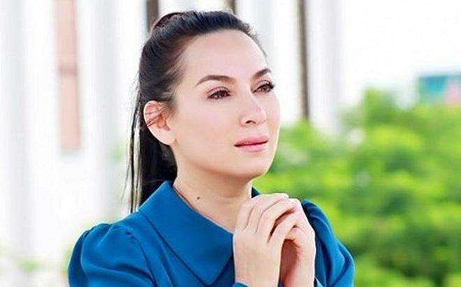 Nữ cán bộ phản ánh vụ đưa tang đông người ở Hà Nội bất ngờ bị đình chỉ; đại diện nói về thông tin sức khỏe Phi Nhung diễn biến xấu - Ảnh 1.